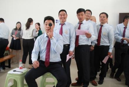 为上海公交车驾驶员安排眼部检查