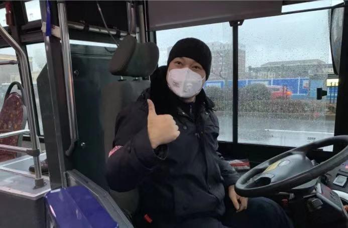 【文汇报】2万多个口罩,48小时送到了上海公交驾驶员手上