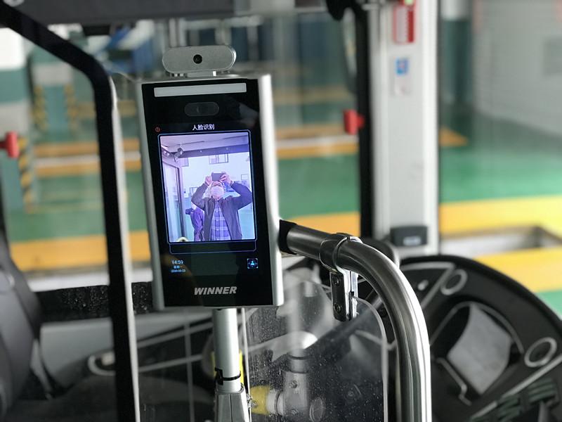 红外测温新设备在浦东公交上岗 还会统计客流、提醒乘客戴口罩